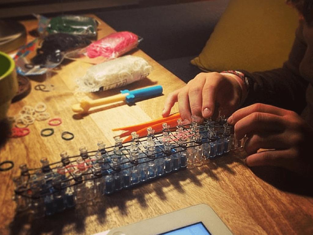 How to make rainbow loom charms